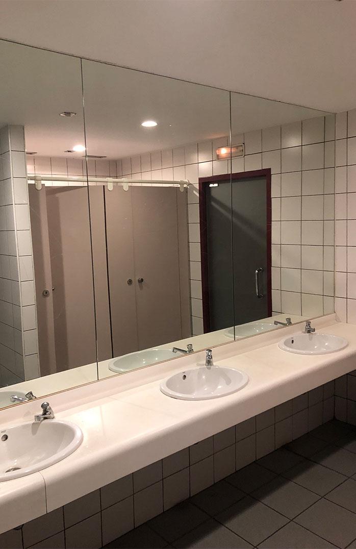Estado previo reforma baños hospital Fundación de Alcorcón